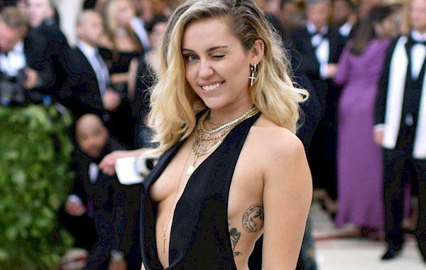 Cyrus nip slip bikini miley