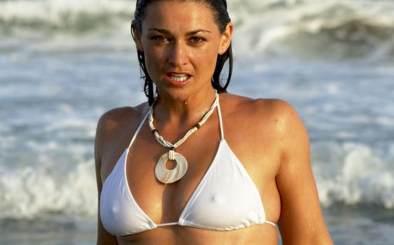 ... from 2005 of Scottish actress Natalie Robb getting wet in a bikini!