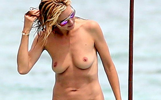 Found a few more spy shots of Heidi Klum topless in Mexico !