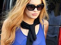 Lindsay Lohan Wears a Bra!
