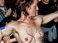 Singer Amanda Palmer gets Naked for Fans