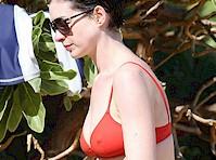 Anne Hathaway Bikini Pokies