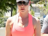 Katherine Heigl going to the Gym!