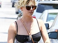 Kaley Cuoco Wears Bra in Public!