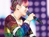 Lily Allen Glittery Panty Flash!