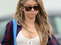Sarah Hyland Cleavage Candids!