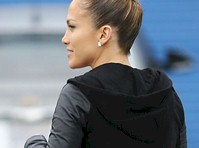 Jennifer Lopez in Yoga Pants!