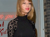 Taylor Swift in Stockings!