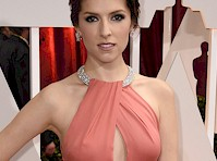 Anna Kendrick Pokies at the Oscars!