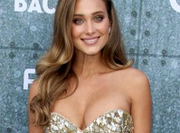 Hannah Davis' Cleavage at Guy's Choice Awards!