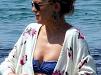 Kate Hudson in a Purple Bikini!