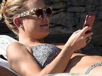 Kate Hudson in a Bikini!