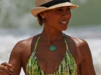 Jada Pinkett Smith Bless Hawaii with Her Bikini Body!