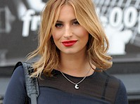 Ferne McCann Pokies and Injured Leg!