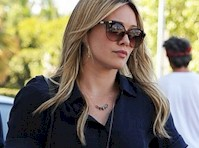 Hilary Duff is Leggy in Daisy Dukes!