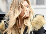 Samantha Hoopes Panty Upskirt in the Snow!