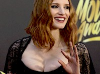 Jessica Chastain&#8217;s Cleavage at the <em>2016 MTV Movie Awards</em>!