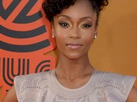 Yaya Dacosta&#8217;s Ass at <em>The Nice Guys</em> Premiere!