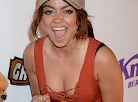 Sarah Hyland got White Trash Cleavage!
