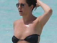 Jennifer Aniston in a Skimpy Bikini! Pregnant?