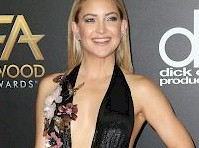 Kate Hudson Wore a Sexy Dress!