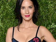 Olivia Munn's Cleavage at some Awards Show!