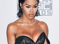Teyana Taylor Cleavage at the <em>2016 American Music Awards!</em>