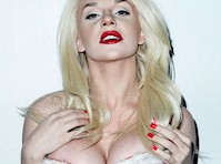 Courtney Stodden's Christmas Cleavage!