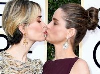 Sarah Paulson and Amanda Peet Kissed at the <em>Golden Globes!</em>